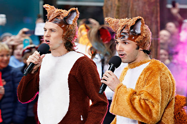 "Ylvis performs ""The Fox"""